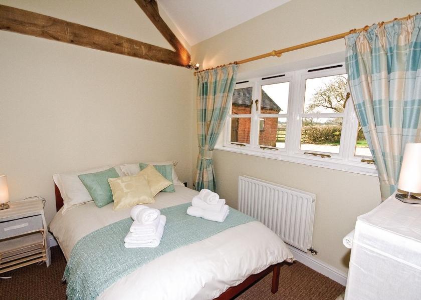 02-the-peacock-barn-double-bedroom