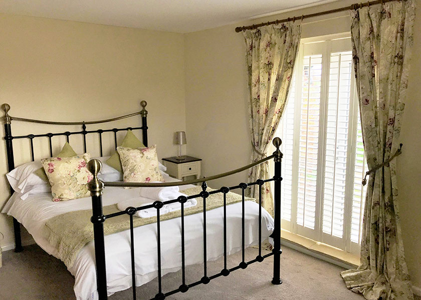 12-the-grooms-cottage-double-bedroom
